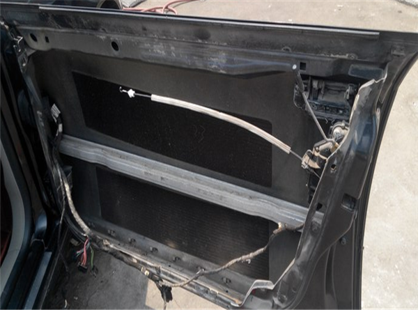 车门防水膜粘贴步骤3