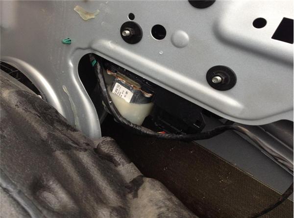 车门防水膜粘贴步骤2